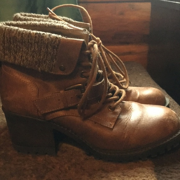 Shoes - Woman's Boots
